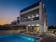 Moderní vila ve Šrimě