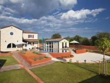 Luxusní vila s bazénem v Cabrunici