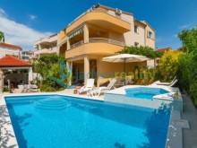 Dům s 4 apartmány ve Splitu