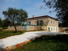 Vila v Peroj, Istrie