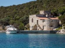 Zámek na ostrově u Zadaru