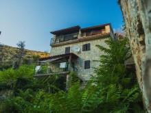 Kamenný dům s bazénem u Splitu