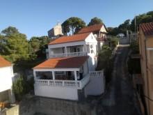 Dům v městečku Tisno